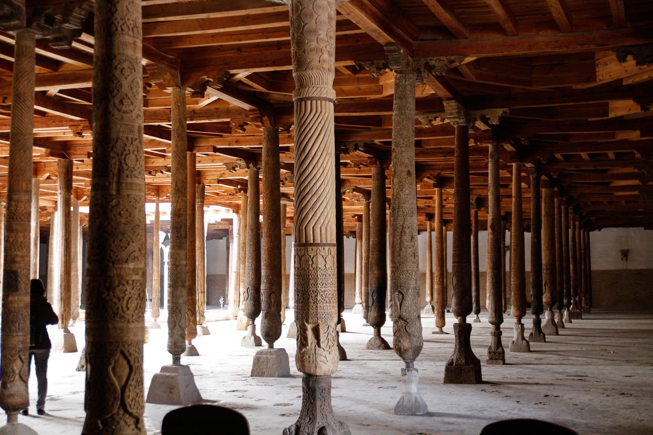 200 columnas diferentes en la mezquita de los viernes de Khiva