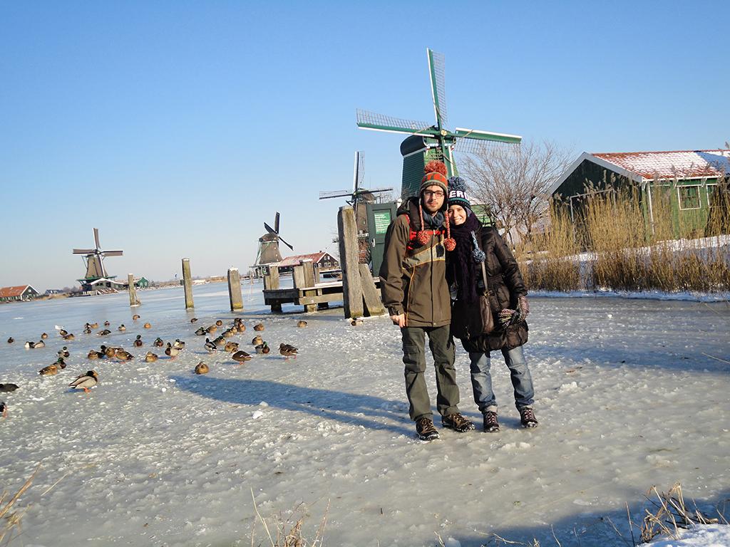 Sobre el hielo del río en Zaanse Schans