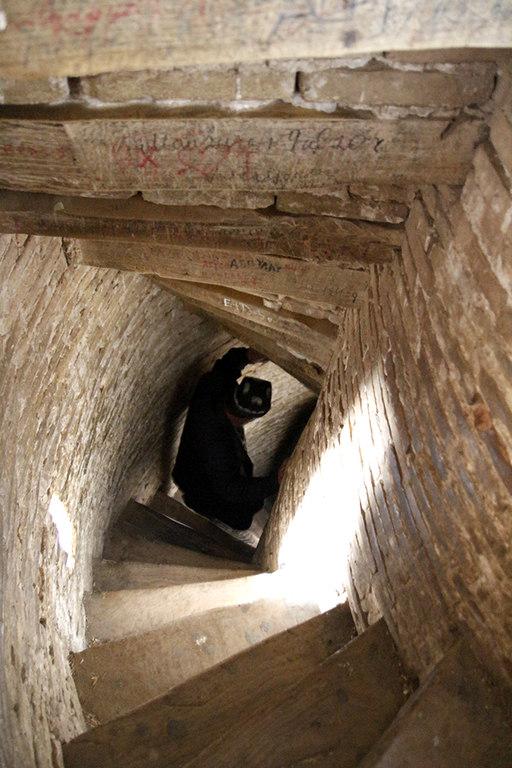 Escaleras infernales en el minarete Islam Khoja