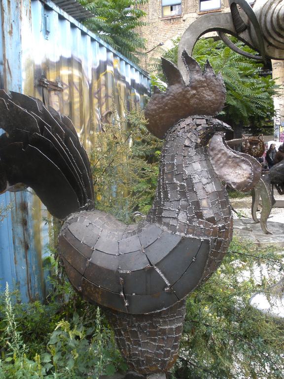 Escultura Gallo en Tacheles