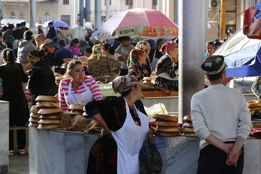 Gente en el mercado de Samarcanda