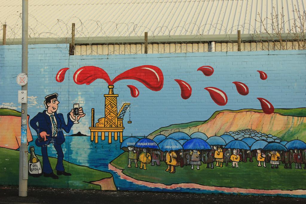 Llueve sangre murales de Belfast