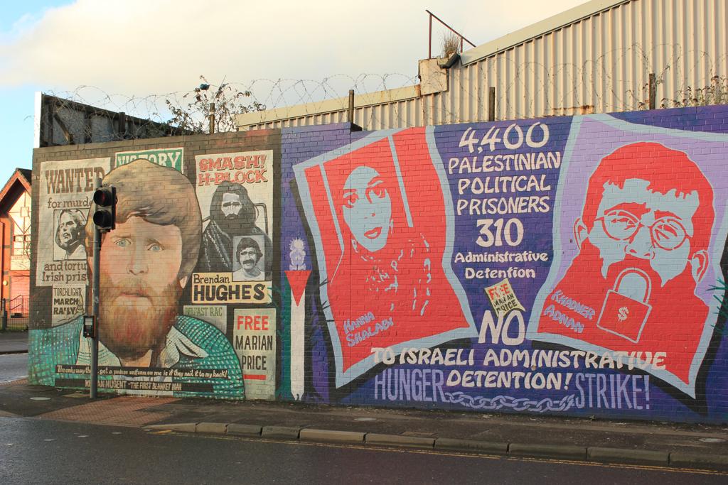 Prisioneros de palestina en los murales de Belfast