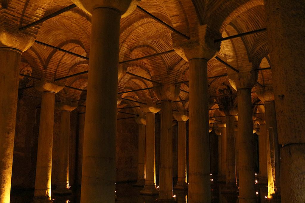 Interior cisterna de Yerabatan