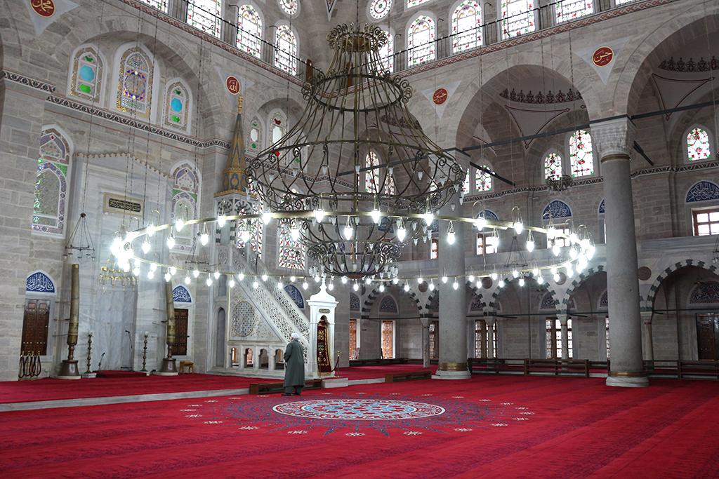 Interior de la mezquita Mihrimah