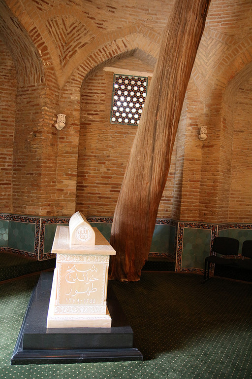 Interior del mausoleo del Jeque Hovendi Tahur