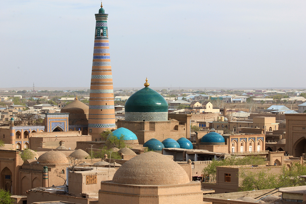 Islam Khoja Minarete y madraza Shergazi Khan - Khiva
