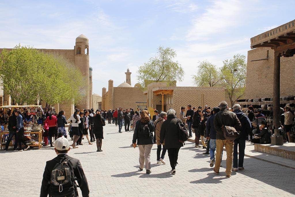 Khiva llena de turistas por la manana
