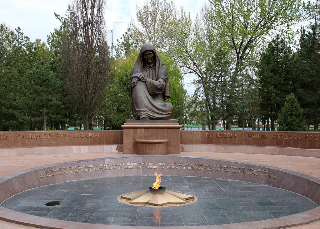 Memorial de la madre lamentandose en Tashkent