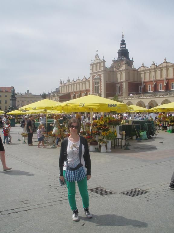 Mercado floral en plaza del mercado de Cracovia