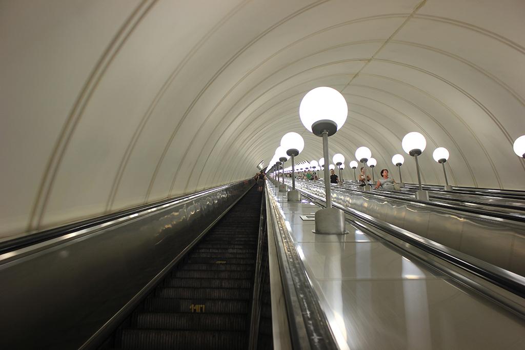 Parada muy profunda del metro de Moscu