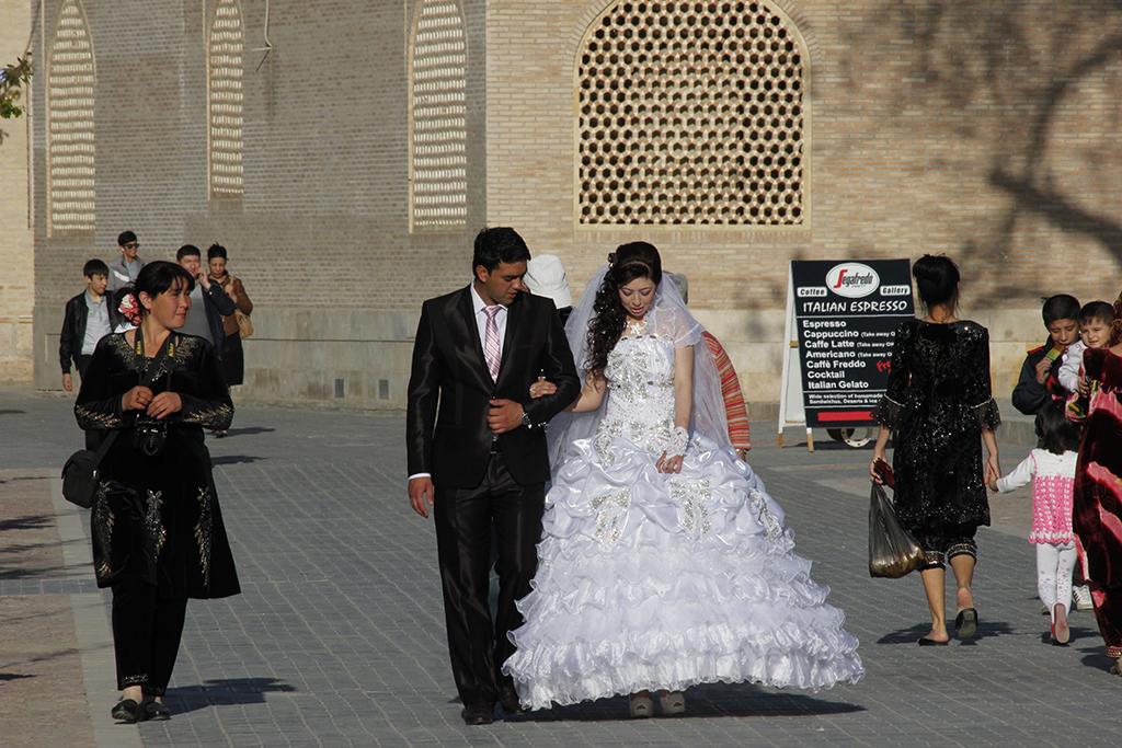 Novios uzbekos en Bukhara