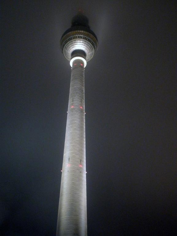 Berliner Fernsehturm por la noche
