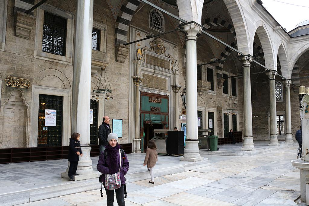 Patio de la mezquita de Eyup en Estambul