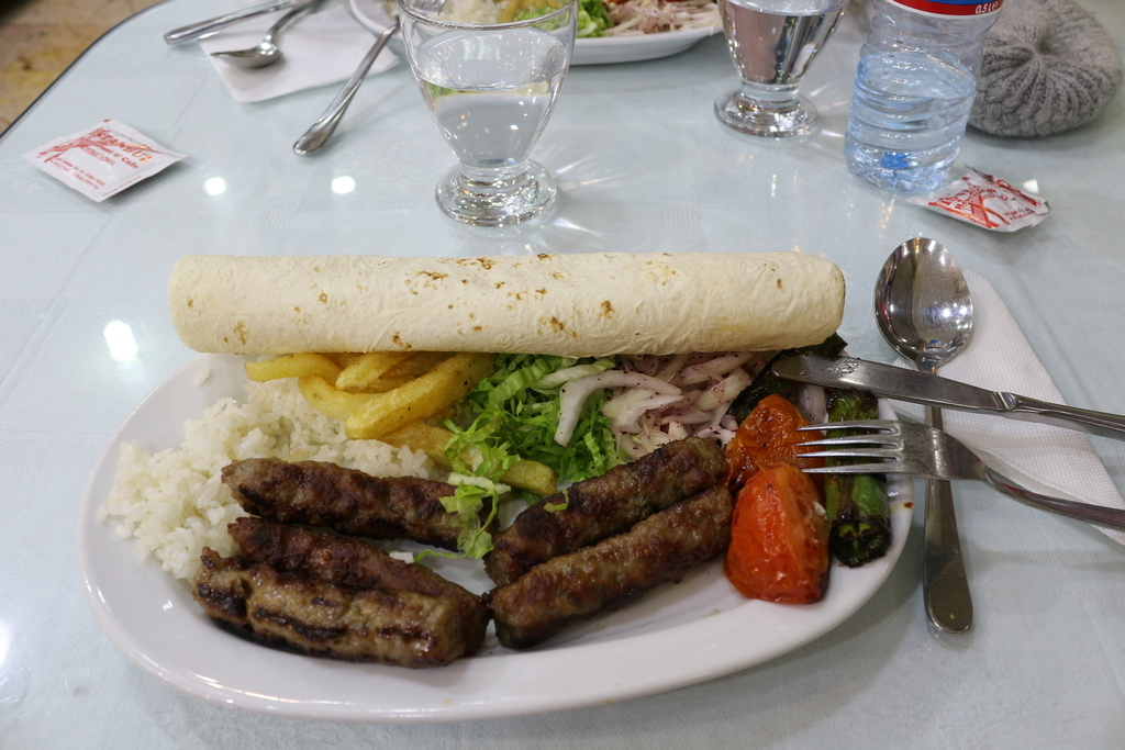 Plato combinado con Kofte - Estambul