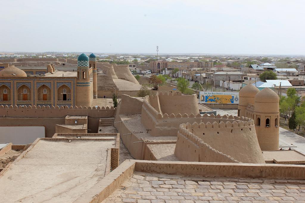 Puerta oeste del recinto amurallado de Khiva
