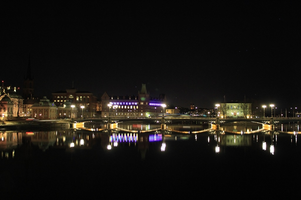 Vista nocturna en la Gamla Stan de Estocolmo
