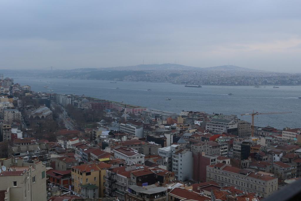 Vistas al Bosforo desde la Torre Galata en Estambul