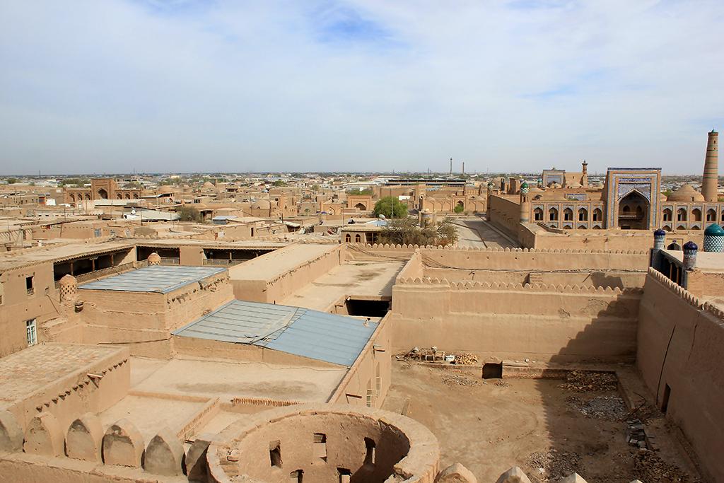 Vistas hacia la zona menos turistica de Khiva dentro de las murallas