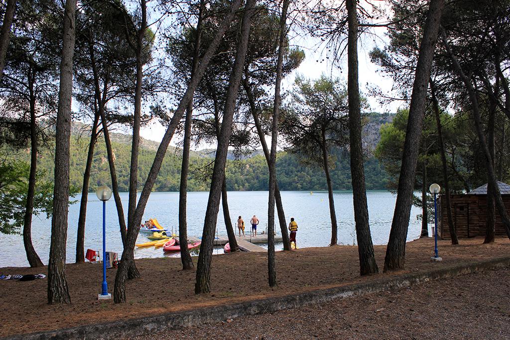 Zona del camping en el lago
