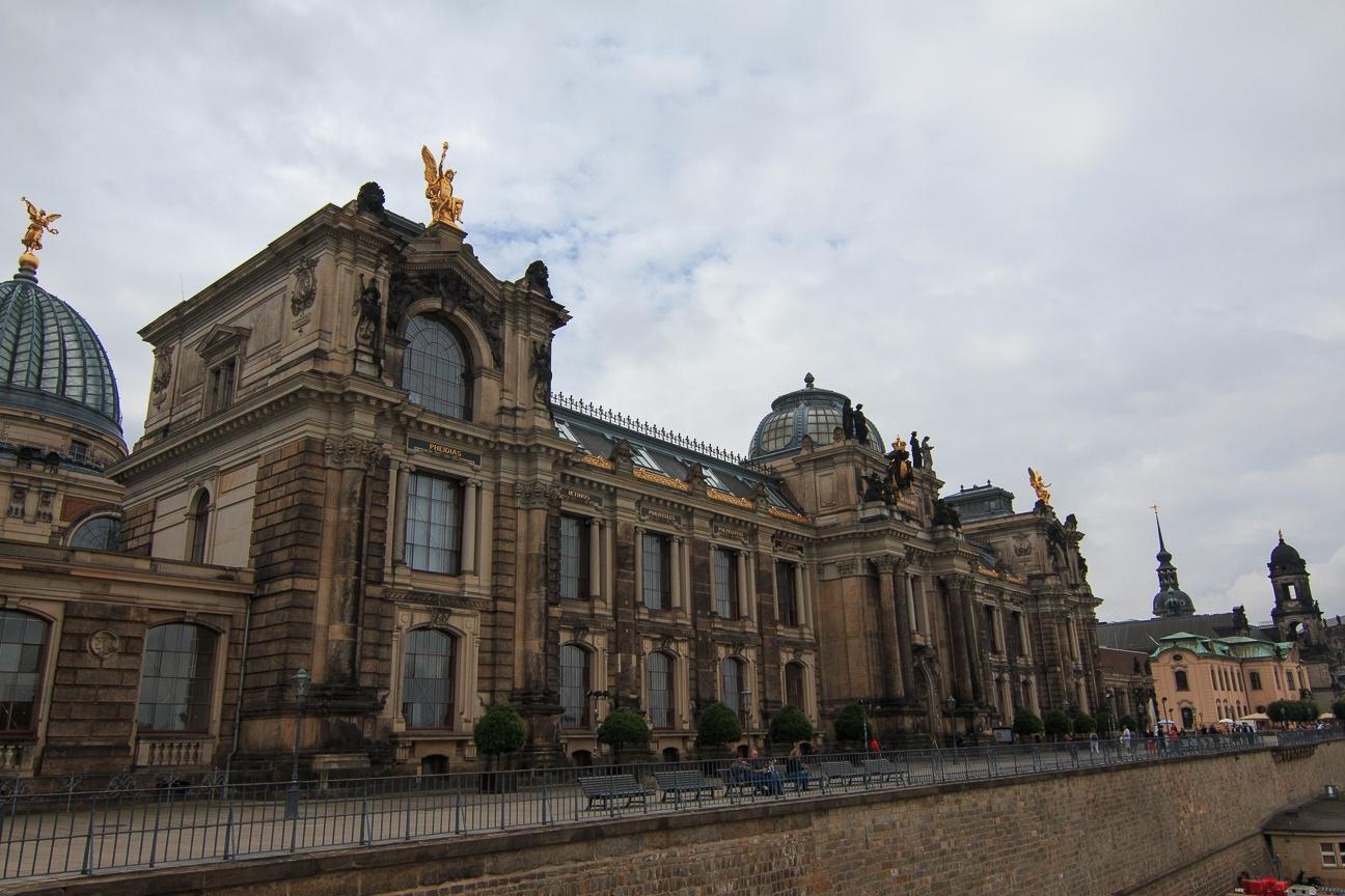 Academia bellas artes en la Bruhlsche Terrasse