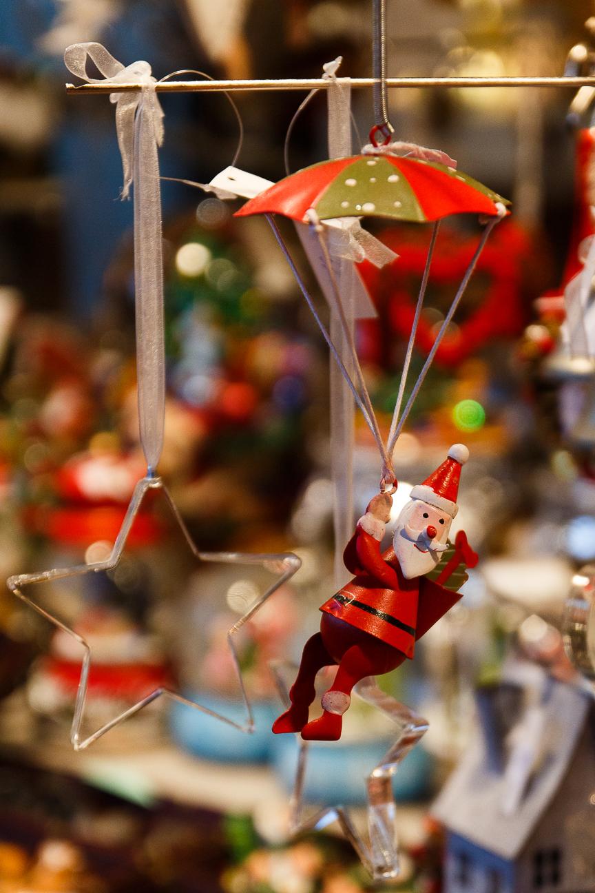 Adorno de Papa Noel en paracaidas