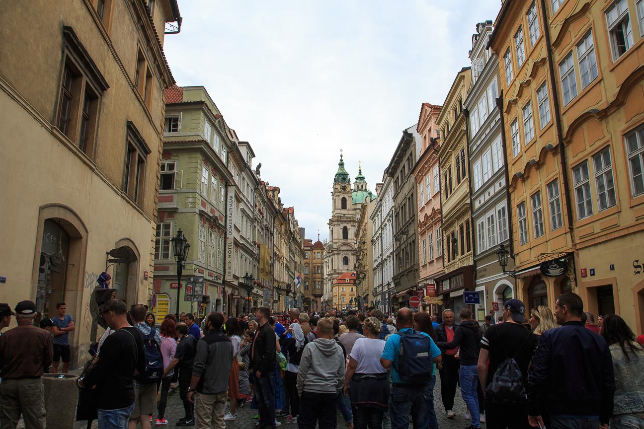 Aglomeracion de turistas en Praga