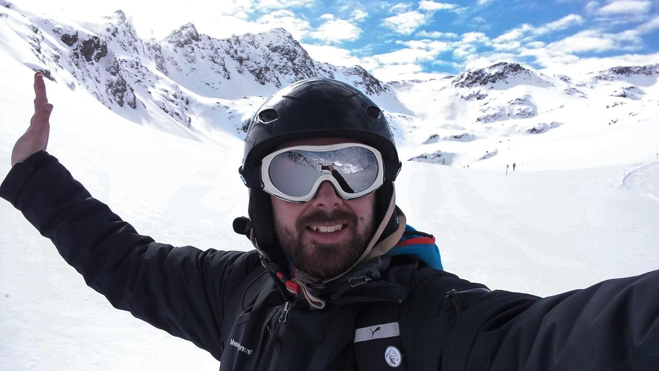 Aitor esquiando