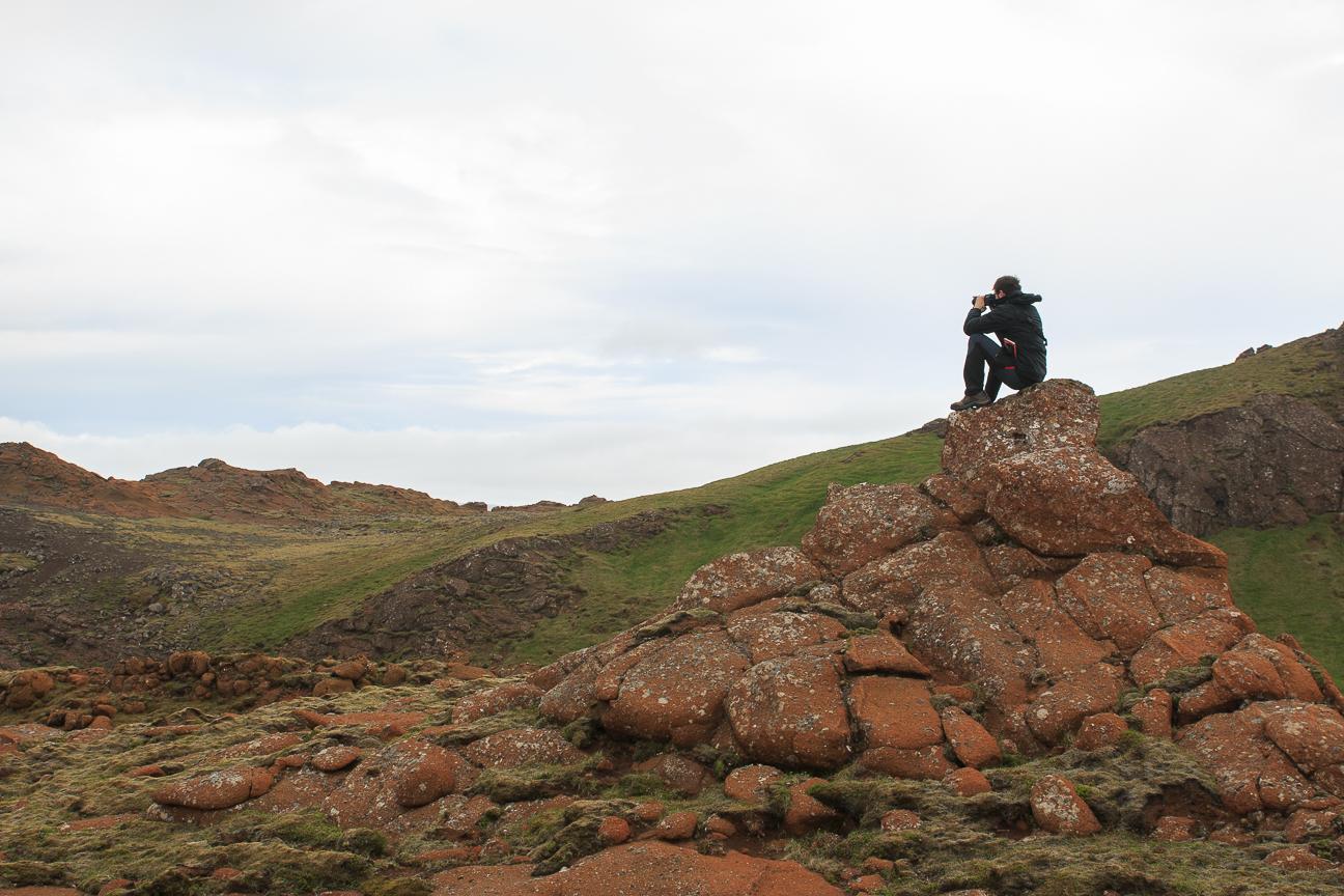 Aitor haciendo fotos en Islandia