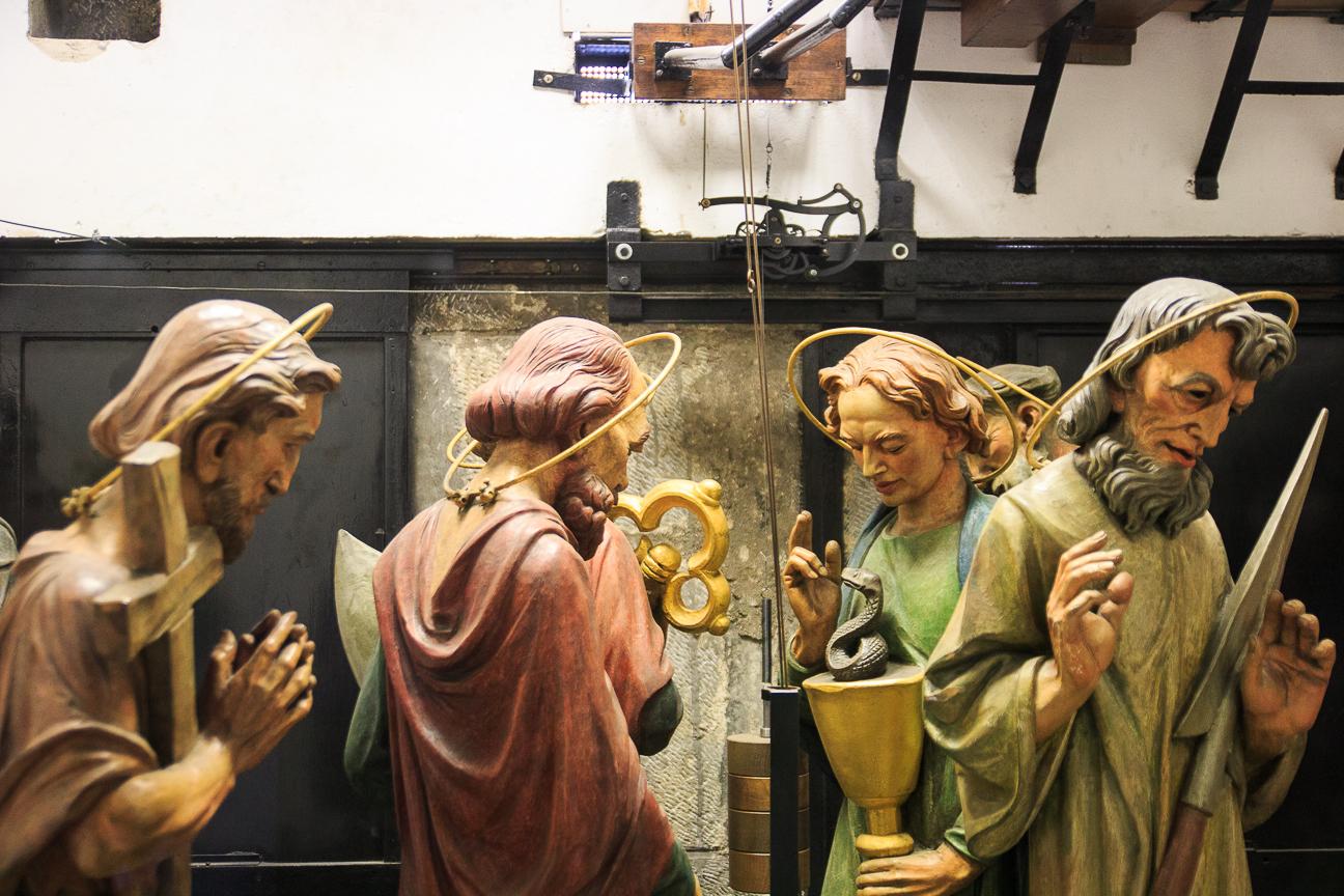 Apostoles en el interior del reloj astronomico de Praga