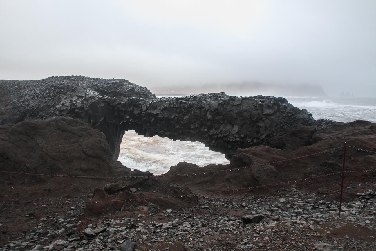 Arco creado por el magma en Dyrholahey