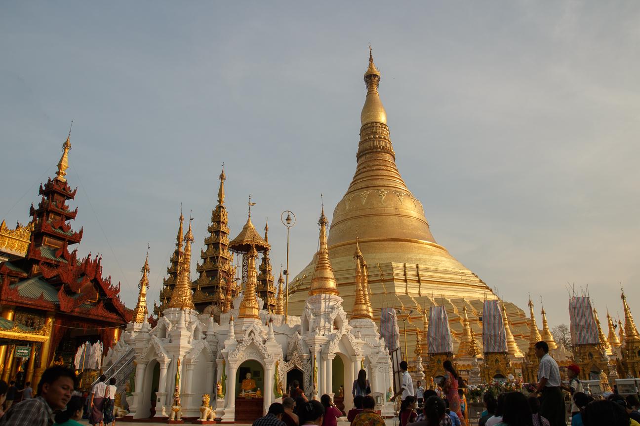 Atardeciendo en la Shwedagon Pagoda