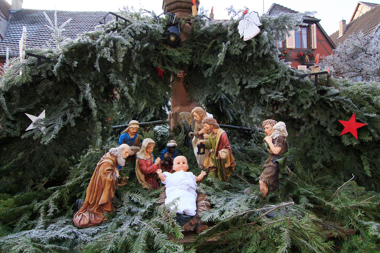 Pesebre con Jesus de juguete en Berheim