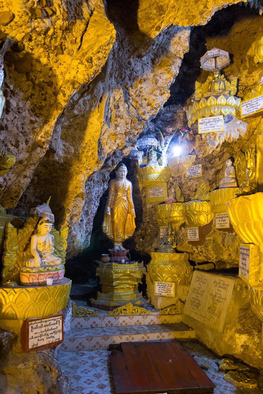 Buda en las cuevas de Shwe Oo Min Paya