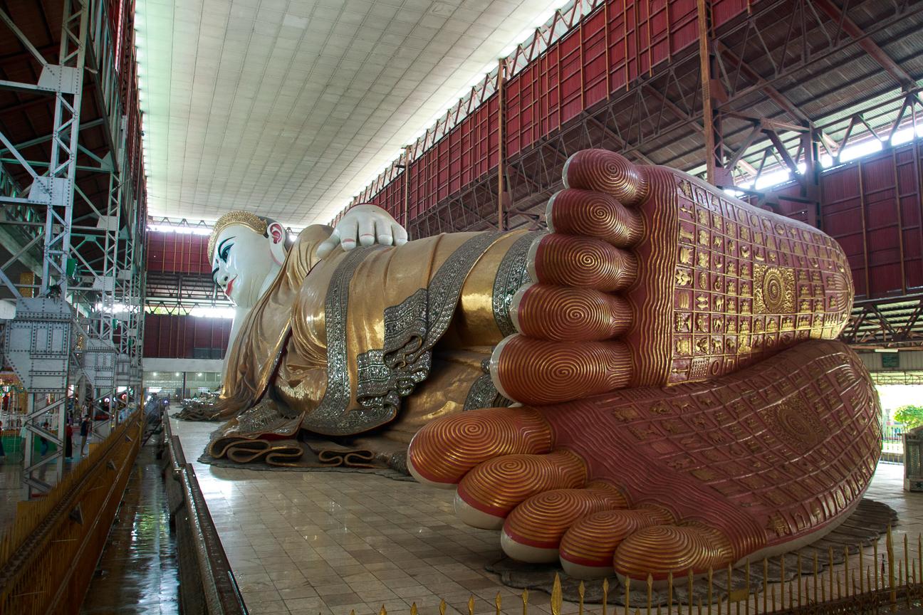Buda reclinado en Chaukhtatgyi Paya