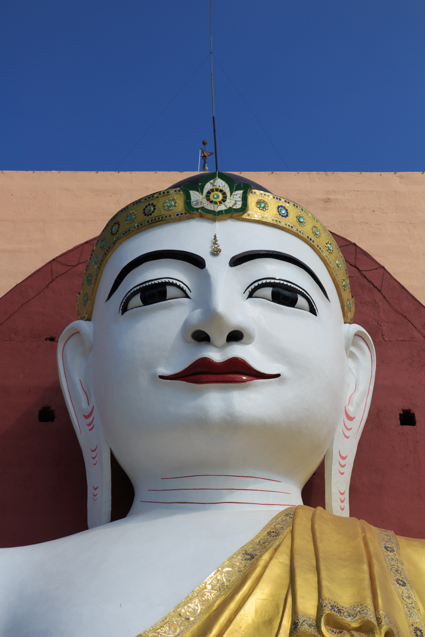Budha Kyaik Pun de cerca en Birmania