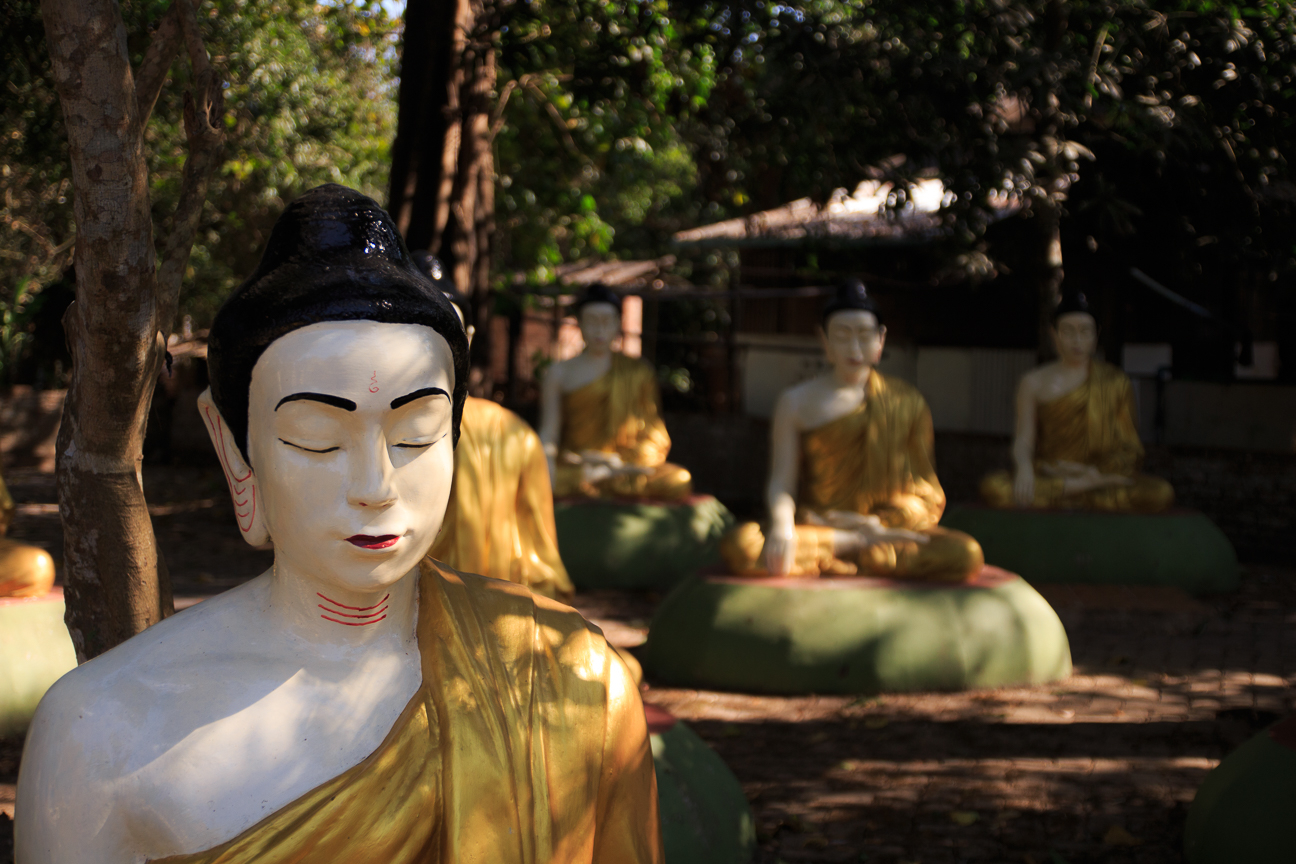 Budhas meditando en Laymyatnar