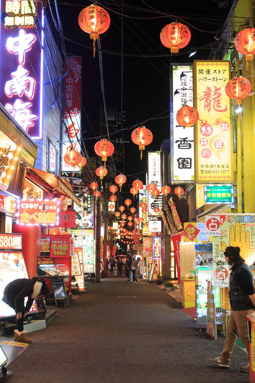 Calles llenas de carteles en Japon