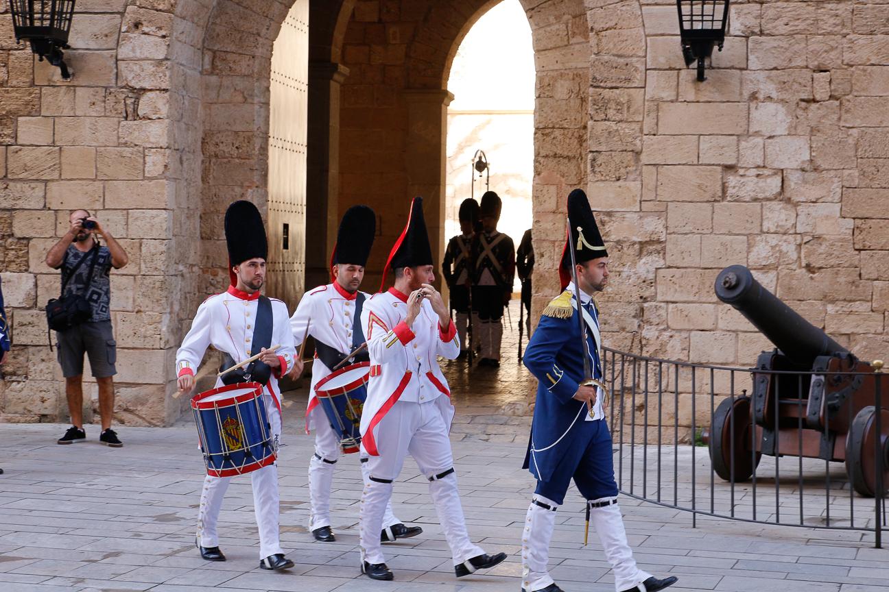 Cambio de guardia en la Almudaina Mallorca