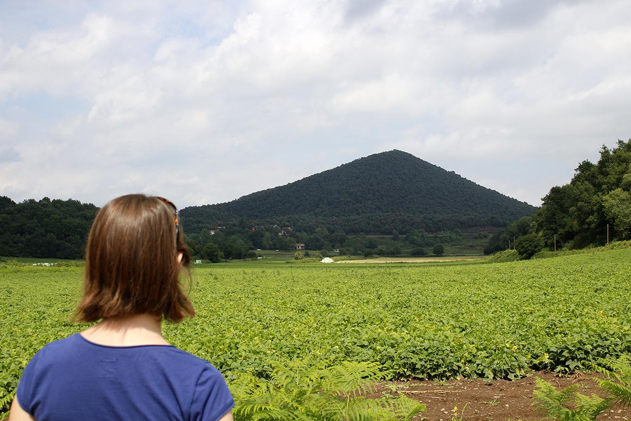 Campos verdes y mucha vegetacion - Zona volcanica de la Garrotxa