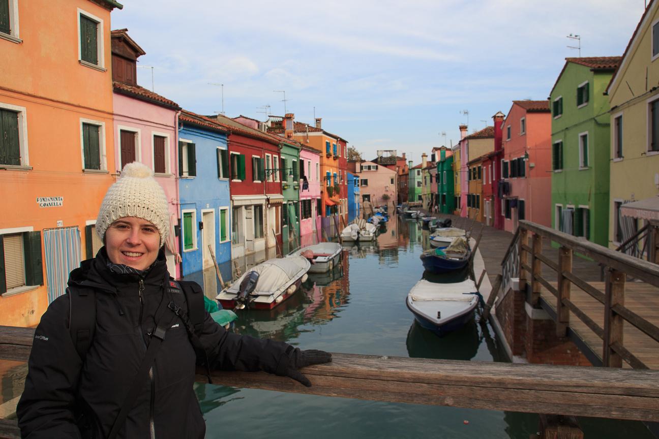 Canales con casas de colores en Burano