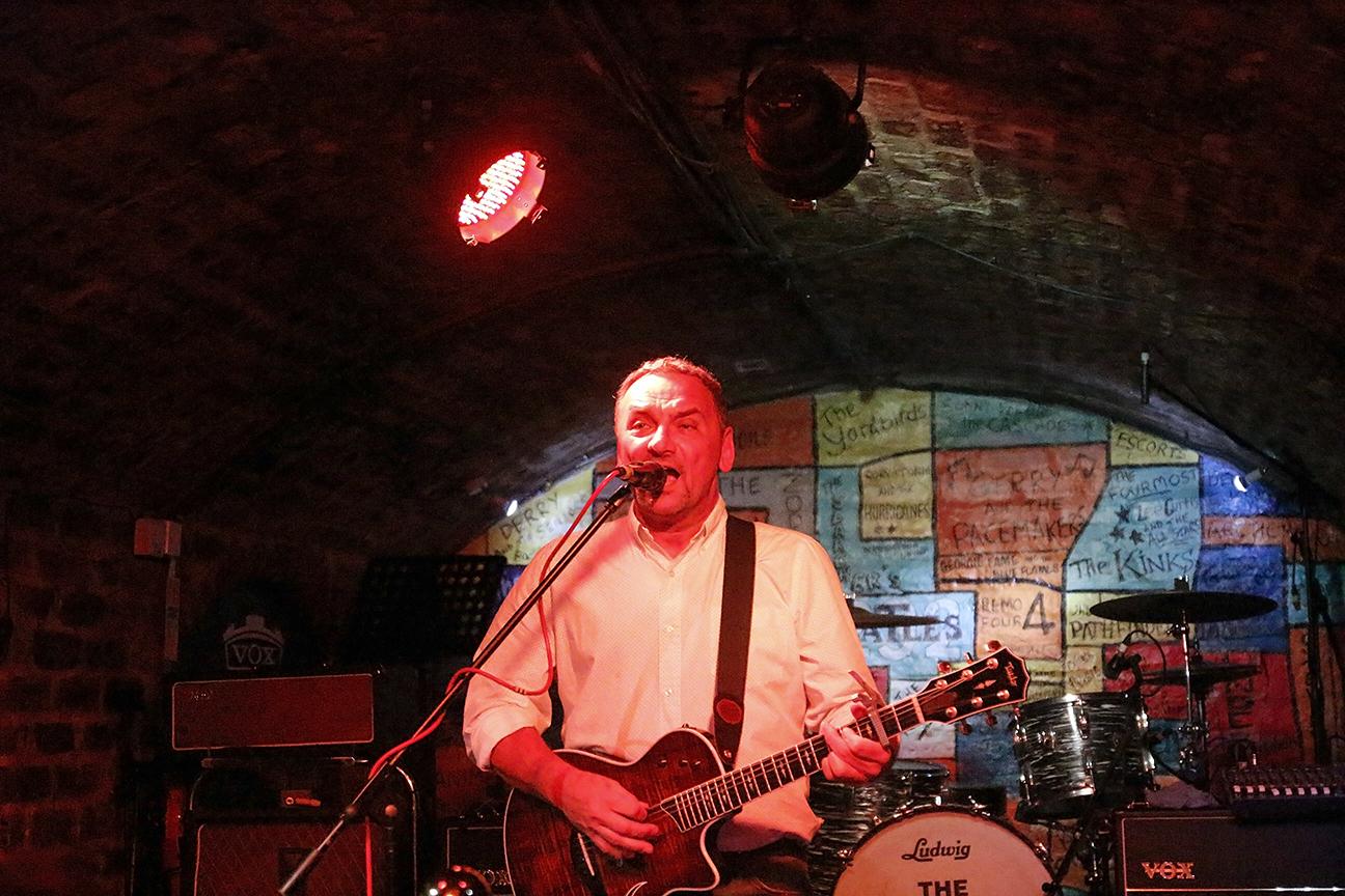 Cantante en the Cavern - Liverpool