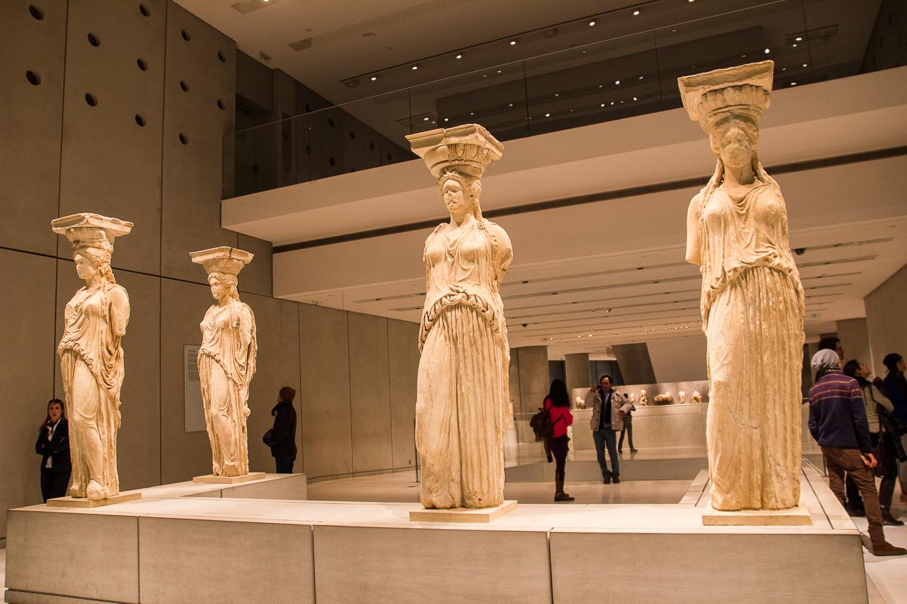 Cariatides originales en el museo del Acropolis de Atenas