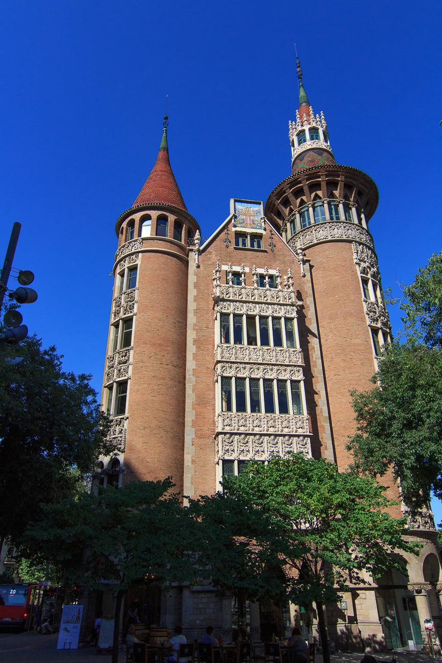 Visita a la casa de les punxes en barcelona c mete el mundo - Casa de las punxes ...