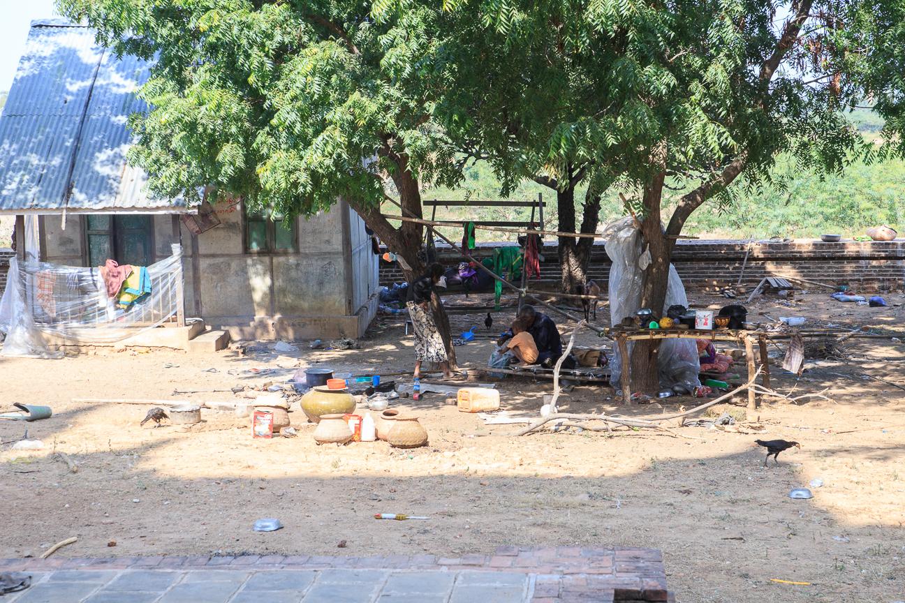 Casa junto a templo en Bagan