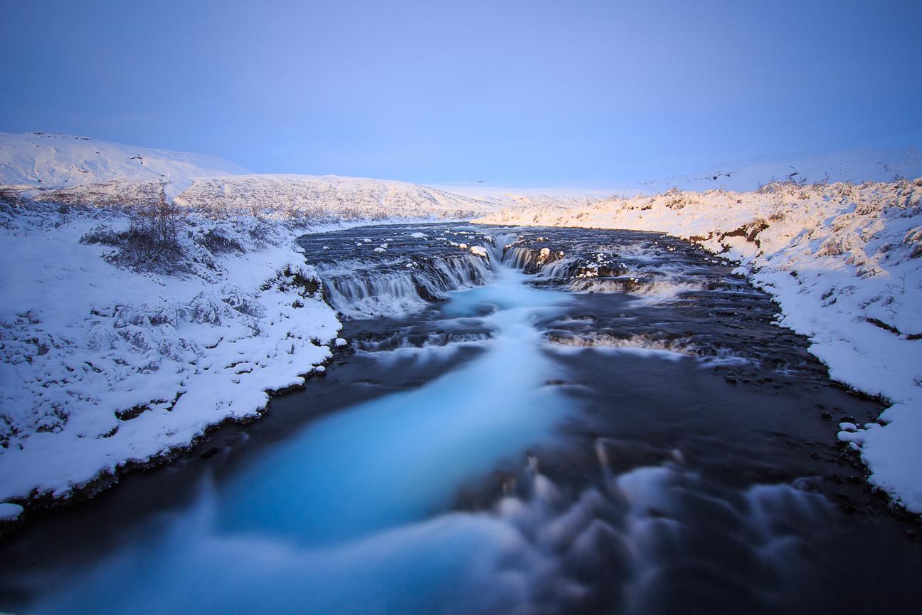 Catarata Bruarfoss en invierno