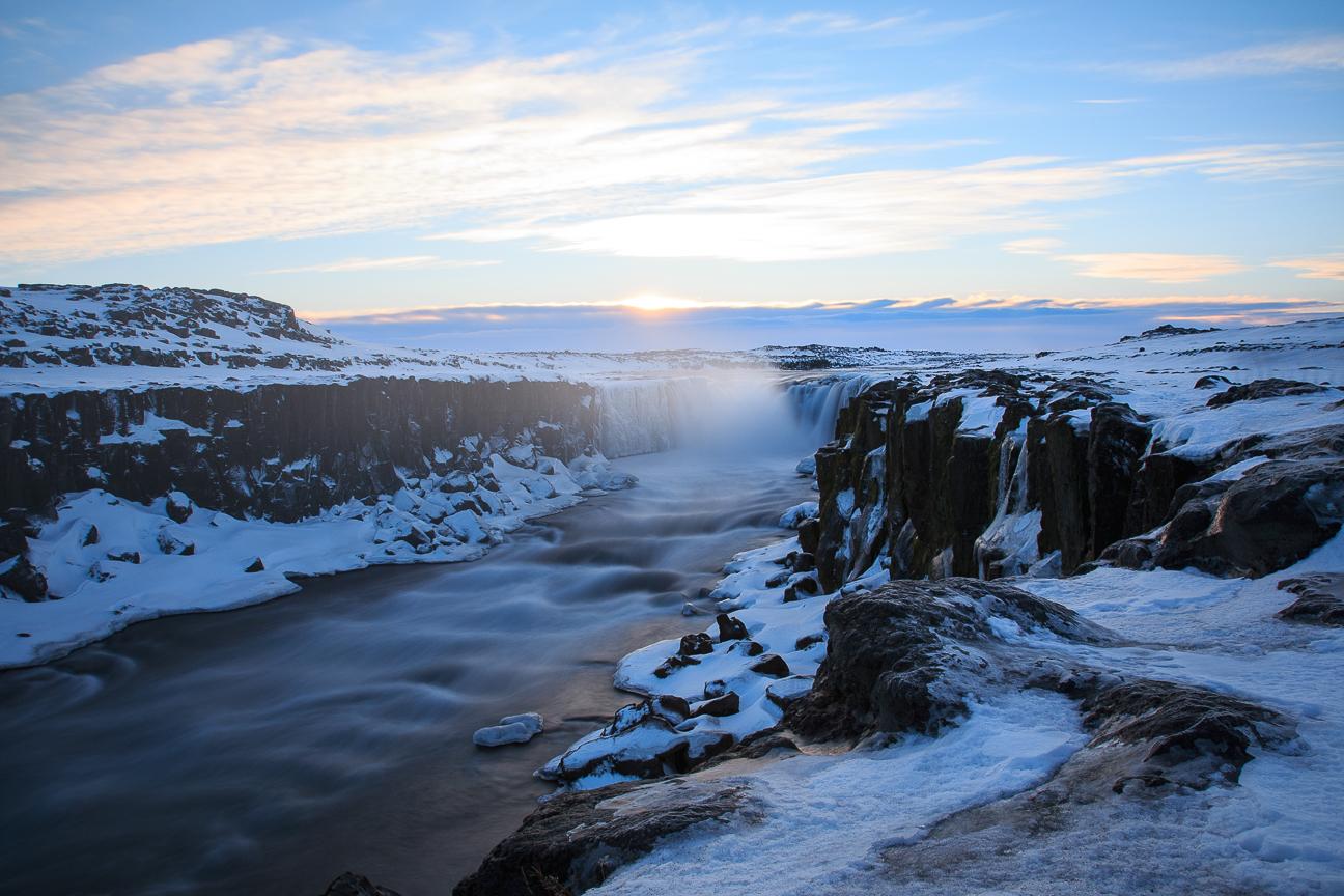 Cataratas en invierno en Islandia