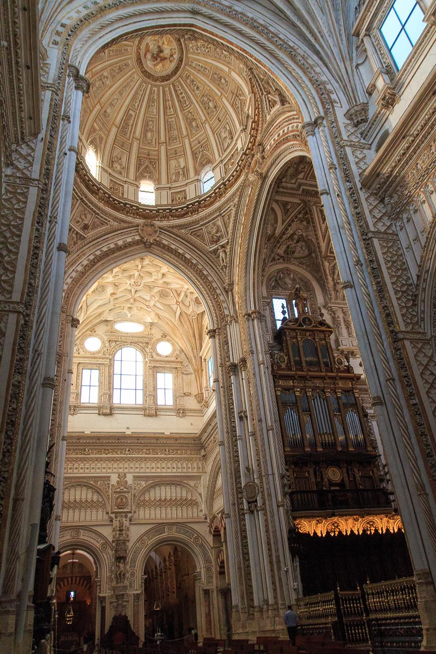 Catedral dentro de la mezquita de Cordoba