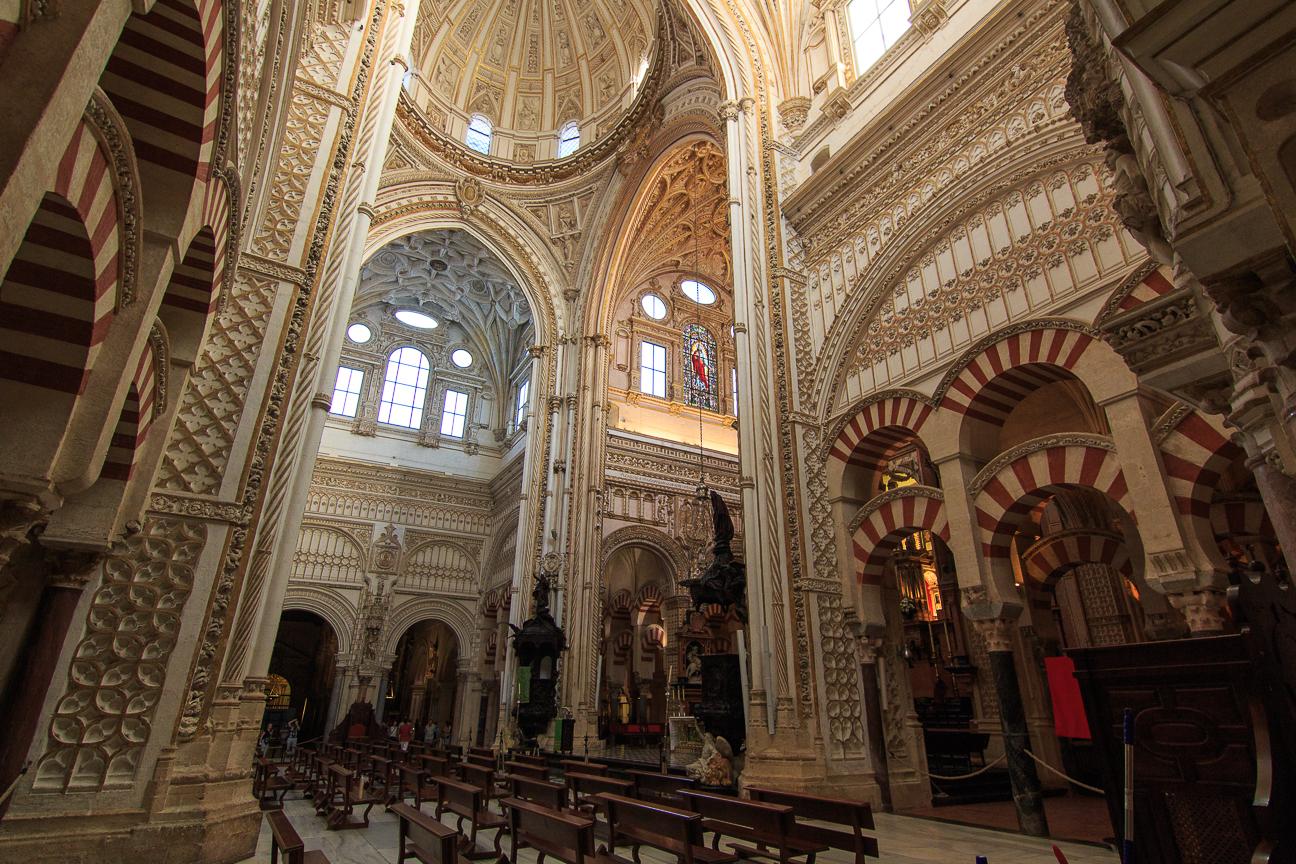 Catedral en el interior de la Mezquita de Cordoba