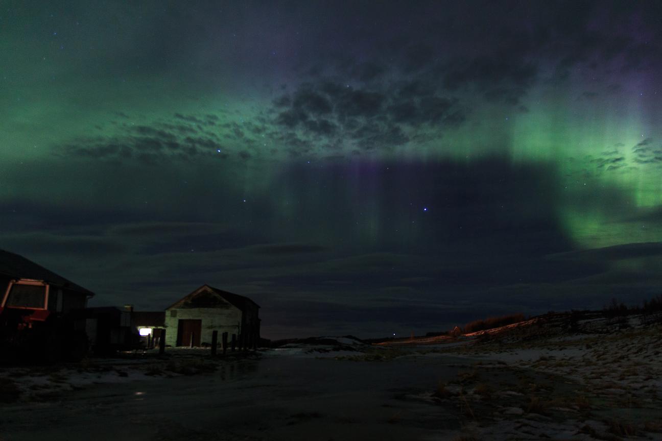 Cielo verde y rosado en Islandia